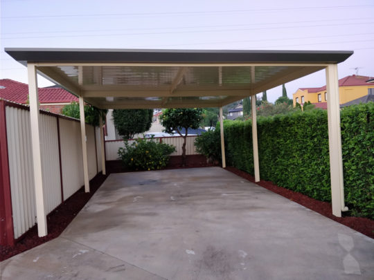 Freestanding Flatdek roofing and Stratco Edge gutter at Blacktown